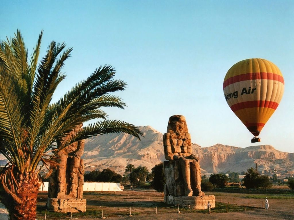 Colossi of Memnon and hot air baloon - Luxor